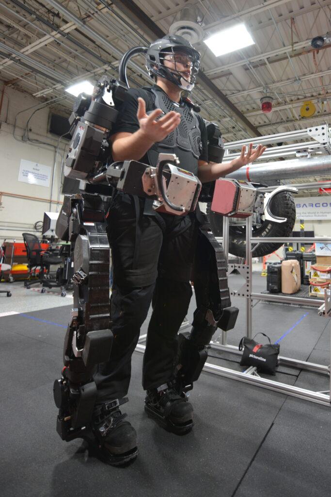 Her geçen gün teknoloji ile daha fazla bütünleştiğimizi düşündüğümüzde gelecekte makineleşmiş insanlardan oluşan yapay türler ortaya çıkar mı?
